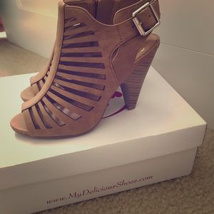 Shoes - Strappy summer sandals